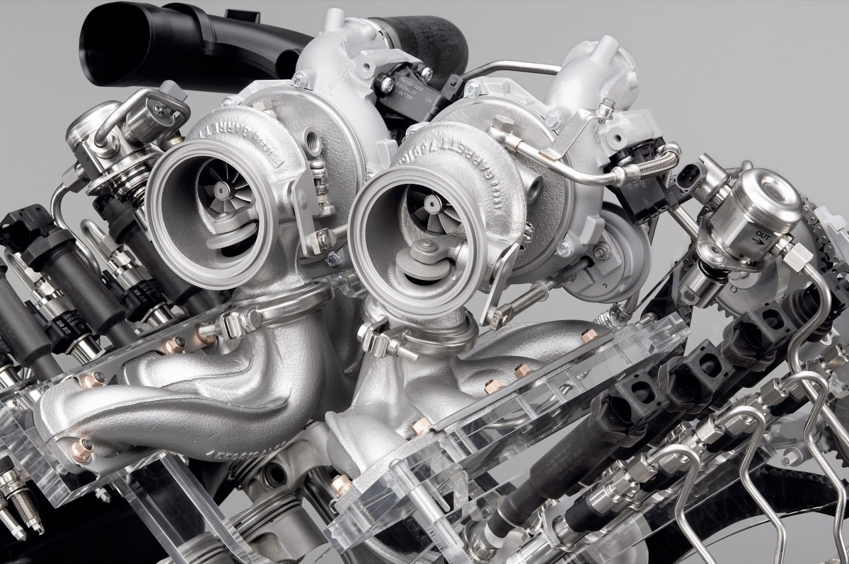 bmw-v8-gasoline-engine-with-twin-turbo-and-high-precision-injection-02[1]